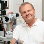 Dr. med. Volker Rasch, Facharzt für Augenheilkunde aus Potsdam. Foto: djd/KarstadtQuelle Versicherungen