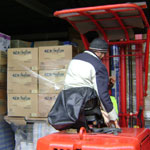 12 Tonnen Hilfsgüter werden verladen - Foto: Seniorenland GmbH