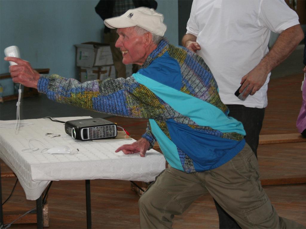 1. Elmshorner Senioren-Olympiade - Bowlen mit der WII-Spielekonsole - Foto: Seniorenland