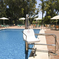 Pool mit Lift - Foto: CareTour
