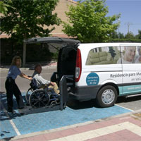 Transportmöglichkeit mit dem rollstuhlgeeigneten Minibus - Foto: CareTour