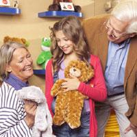 Mit Omas und Opas Hilfe zum Wunschbären  - Foto: Die Bärenmacher GmbH
