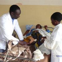 Helfene Hände - Foto: Diocesan Hospital Litembo