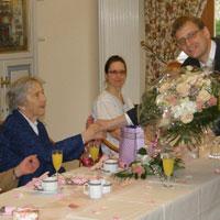 Peter Michalik, Geschäftsführer der Senioreneinrichtung, organisierte eine große Geburtstagsparty - Foto: Domus Mea
