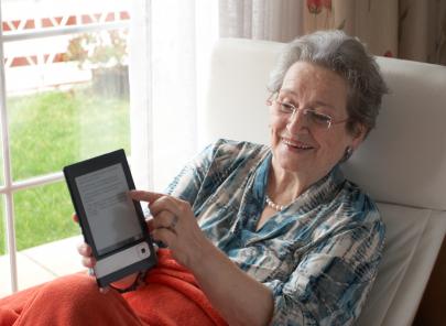 E-Reader machen Senioren Bücher einfach zugänglich | Foto: istockphoto.com/zianlob